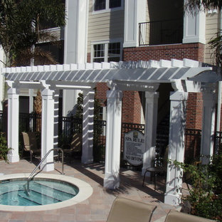 Example of a classic patio design in Orlando