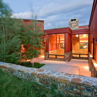 Ispirazione per un patio o portico minimalista di medie dimensioni e nel cortile laterale con nessuna copertura