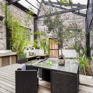 Immagine di un grande patio o portico industriale in cortile con pedane