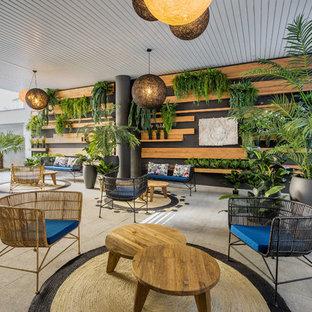 Imagen de patio actual, grande, en anexo de casas, con jardín de macetas y adoquines de hormigón