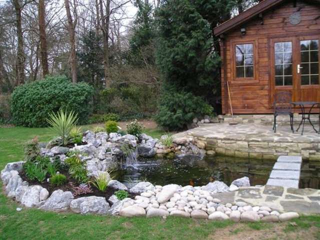 Traditional Patio by Aquajoy Water Gardens Ltd