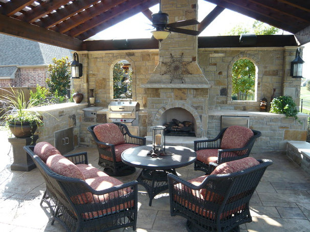 Traditional Patio by AquaTerra Outdoors