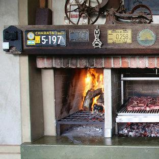 Foto de patio tradicional, en patio y anexo de casas, con cocina exterior y suelo de baldosas