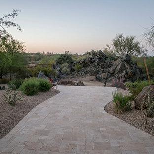 Cette photo montre une terrasse arrière sud-ouest américain avec des pavés en béton et un gazebo ou pavillon.
