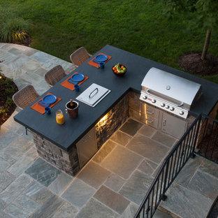 Ispirazione per un patio o portico moderno di medie dimensioni e dietro casa con cemento stampato e nessuna copertura