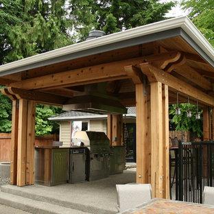 Ispirazione per un patio o portico etnico di medie dimensioni e dietro casa con ghiaia e un gazebo o capanno