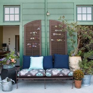 На фото: дворики в стиле фьюжн