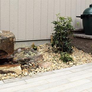 Idee per un piccolo patio o portico rustico in cortile con fontane, pavimentazioni in cemento e nessuna copertura