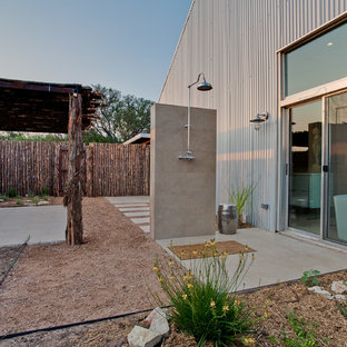 Inspiration for an industrial courtyard outdoor patio shower remodel in Dallas