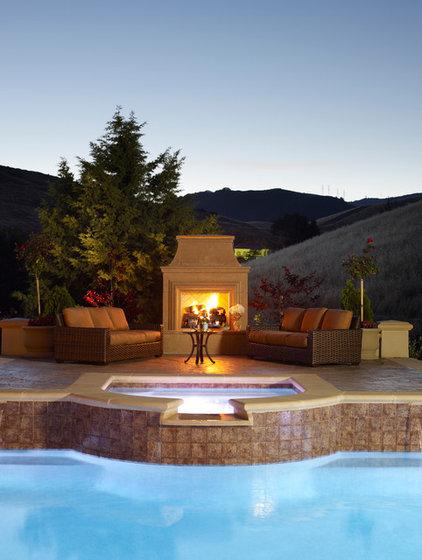 Traditional Patio by Susan Friedman Landscape Architecture