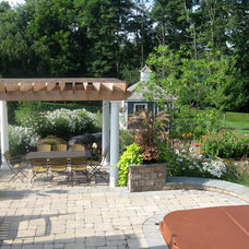 Traditional Patio by Stonehedge Landscapes