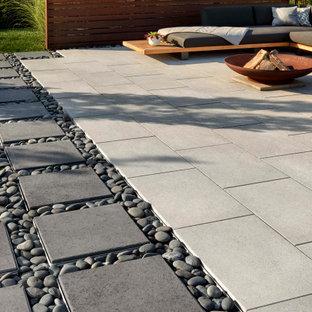 Foto di un patio o portico boho chic dietro casa con pavimentazioni in cemento