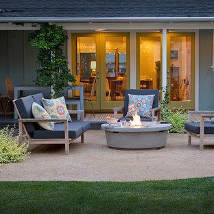 Example of a minimalist backyard patio design in Los Angeles