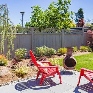 Immagine di un patio o portico classico di medie dimensioni e dietro casa con pavimentazioni in cemento e nessuna copertura