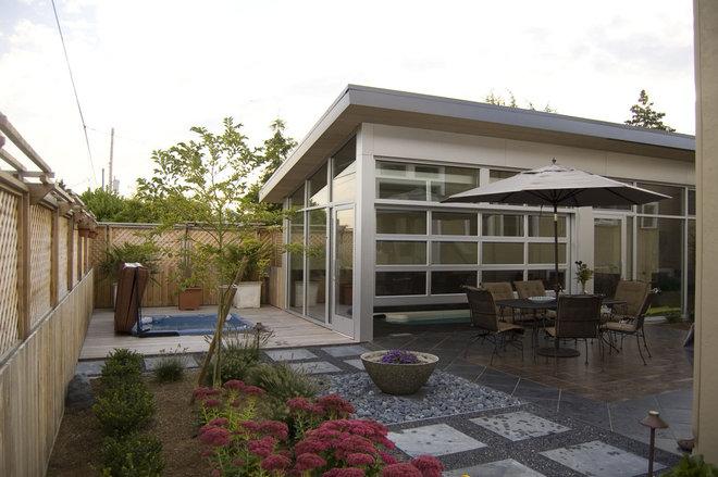 Modern Patio Ballard Pool House