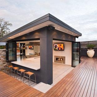 Perfekt Großer Moderner Patio Hinter Dem Haus Mit Outdoor Küche, Natursteinplatten  Und Gazebo In Melbourne