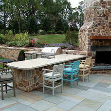Farmhouse Patio by B & B Pool & Spa Center