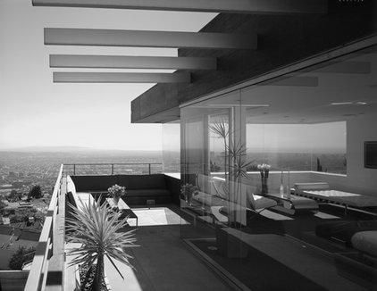 Modern Patio by spfa.com