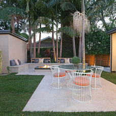 Modern Patio by THE CARRABBA GROUP