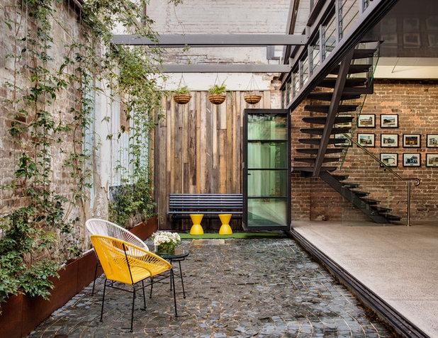 Industrial Patio by casafabrica