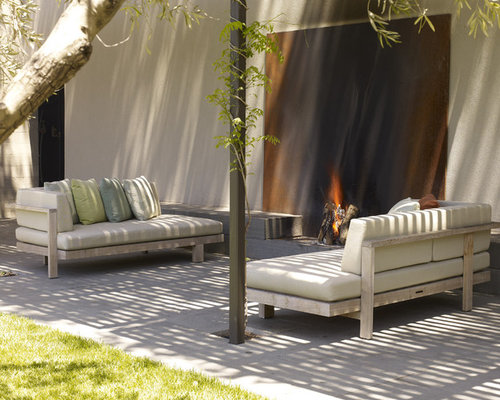 Attractive Inspiration For A Modern Patio Remodel In San Francisco With A Fire Pit