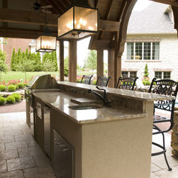 Indianapolis Traditional Outdoor Kitchen Patio Design