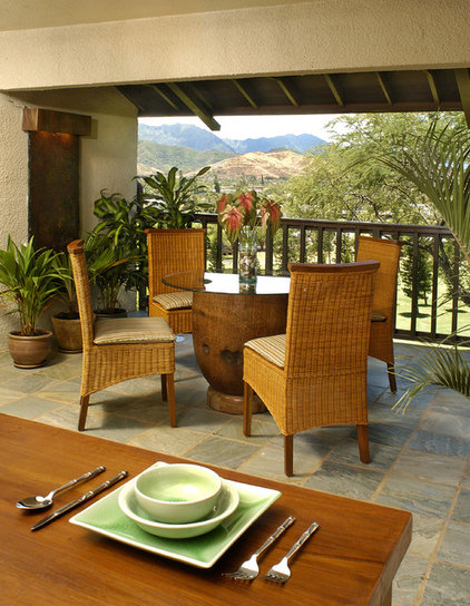 Tropical Patio by Archipelago Hawaii Luxury Home Designs