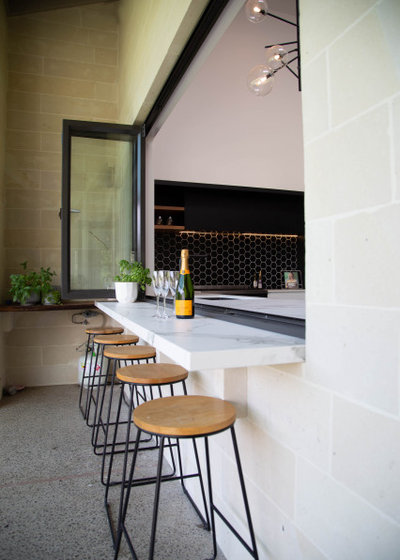 Modern Patio by Niche Design Co | Chelsey Mathieson