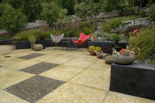 Midcentury Patio by Jeffrey Gordon Smith Landscape Architecture