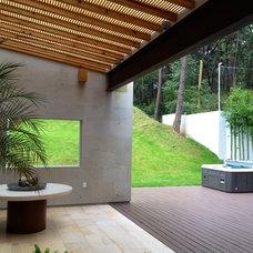 Contemporary Patio by Bosque Verde LLC