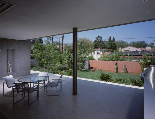 Midcentury Patio by Ehrlich Architects