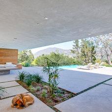 Modern Patio by Luke Gibson Photography