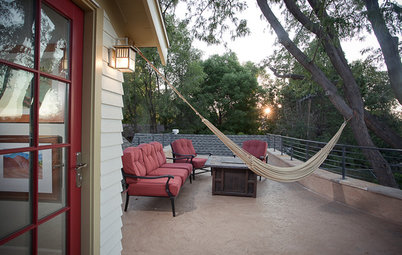Have a Rockin' Summer With a Hammock