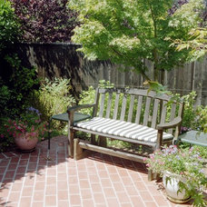 Traditional Patio by Diane Licht Landscape Architect