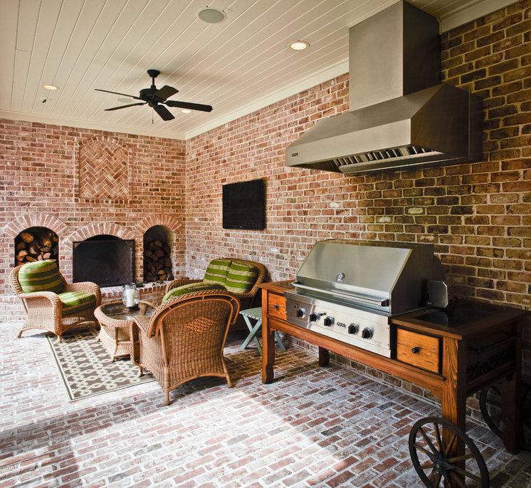 Traditional Patio by Thompson Custom Homes