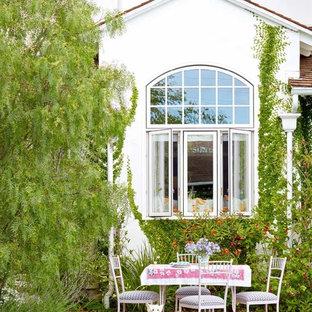 Ispirazione per un patio o portico stile shabby dietro casa con graniglia di granito e nessuna copertura