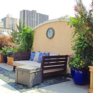 Esempio di un patio o portico bohémian con un giardino in vaso e pavimentazioni in cemento