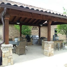 Traditional Patio by Texas Custom Landscapes