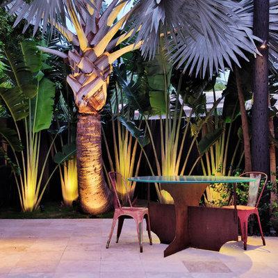 Patio - contemporary patio idea in Miami