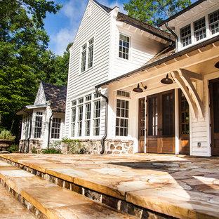 Foto di un patio o portico country di medie dimensioni e dietro casa con pavimentazioni in pietra naturale e nessuna copertura