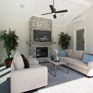 Esempio di un grande patio o portico chic dietro casa con lastre di cemento e un gazebo o capanno