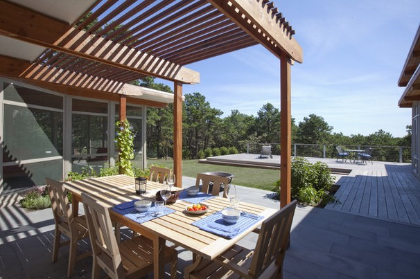 Midcentury Patio by Hammer Architects
