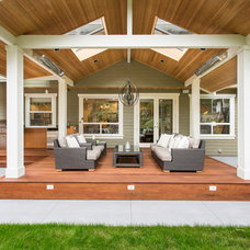 Traditional Patio by Synthesis Design Inc.