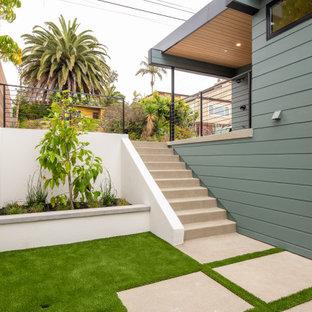 Esempio di un patio o portico minimalista di medie dimensioni e in cortile con lastre di cemento e nessuna copertura