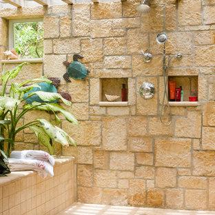 Esempio di un patio o portico tropicale