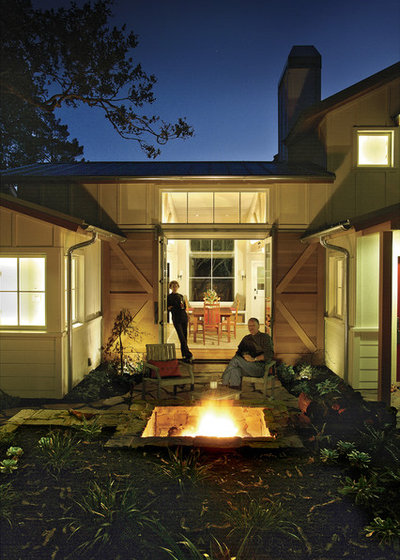 Farmhouse Patio by Justin Pauly Architects