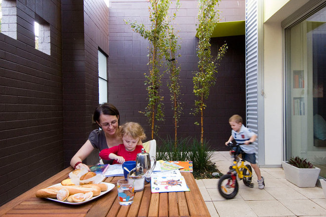 Contemporary Patio by Grieve Gillett Dimitty Andersen Architects