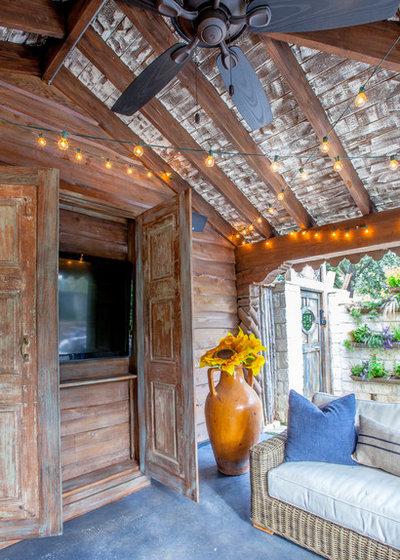 Farmhouse Patio by Key Residential