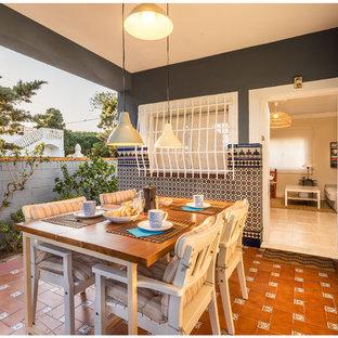 Immagine di un patio o portico mediterraneo di medie dimensioni e nel cortile laterale