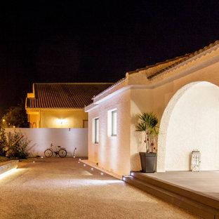 Foto di un patio o portico boho chic di medie dimensioni e davanti casa con graniglia di granito